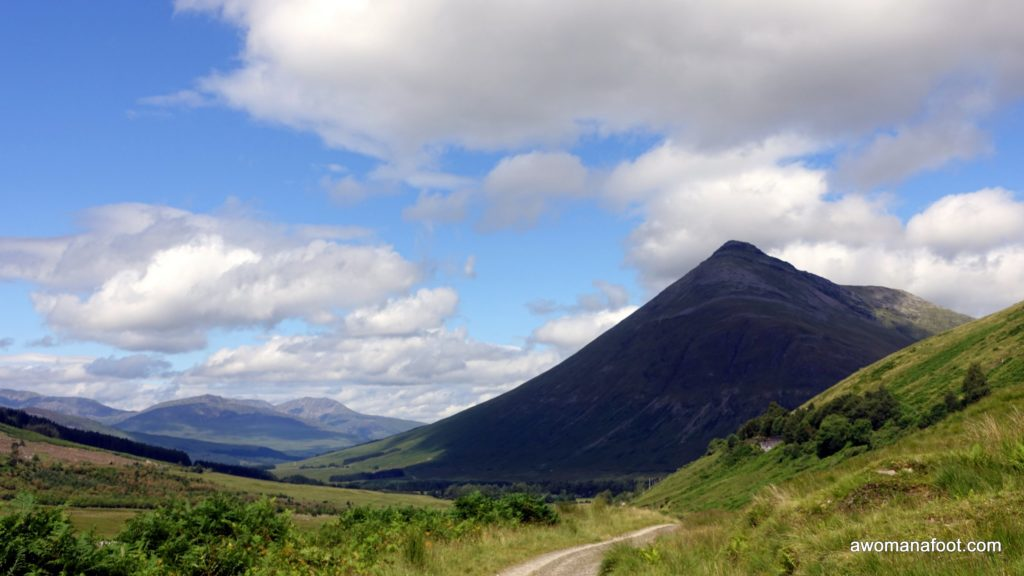 West Highland Way in Scotland: the perfect trail for female (solo) hikers! Read all the reasons why you should book your plane ticket to Glasgow! great hiking destination for female hikers | Where to go hiking in Scotland? | Hiking trails for women | European trails | Hiking trails in Europe | awomanafoot.com solo hiking | #WHW | #Scotland | wild camping | trekking | trails for beginners | #solo #WestHighlandWay