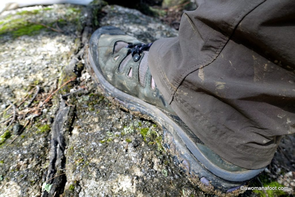 How to do lightweight hiking - lighten your load & speed up your hiking! awomanafoot.com
