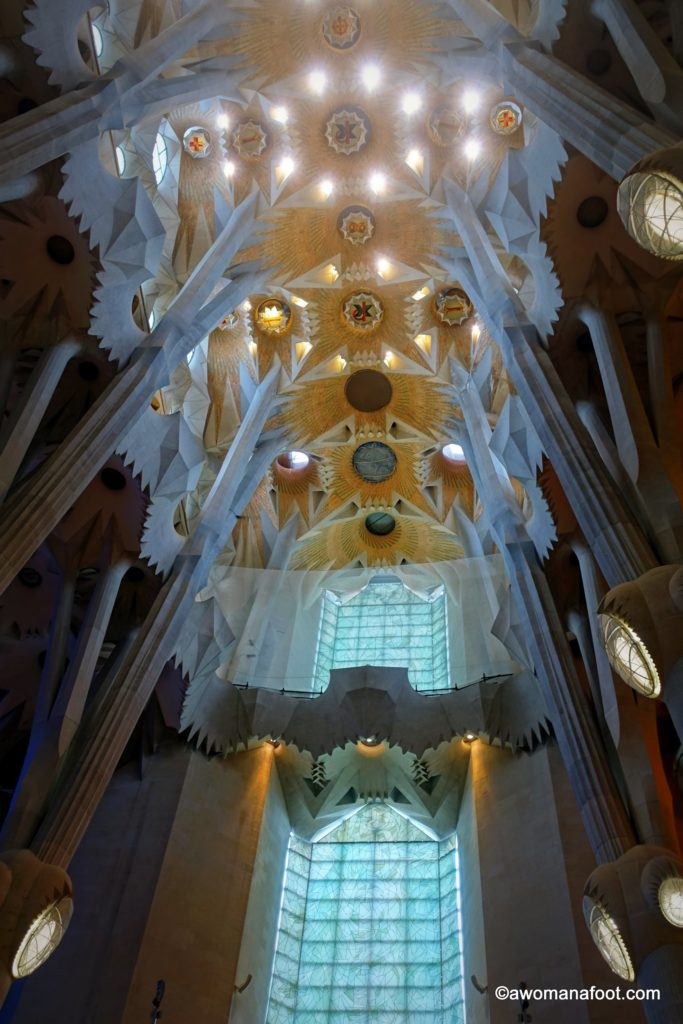 Sagrada Familia: see the gallery of the most unique and stunning church in Europe! Barcelona, Spain | Gaudi | what to see in Barcelona | Best in Barcelona | Is it worth to see Sagrada Familia? | Awomanafoot.com