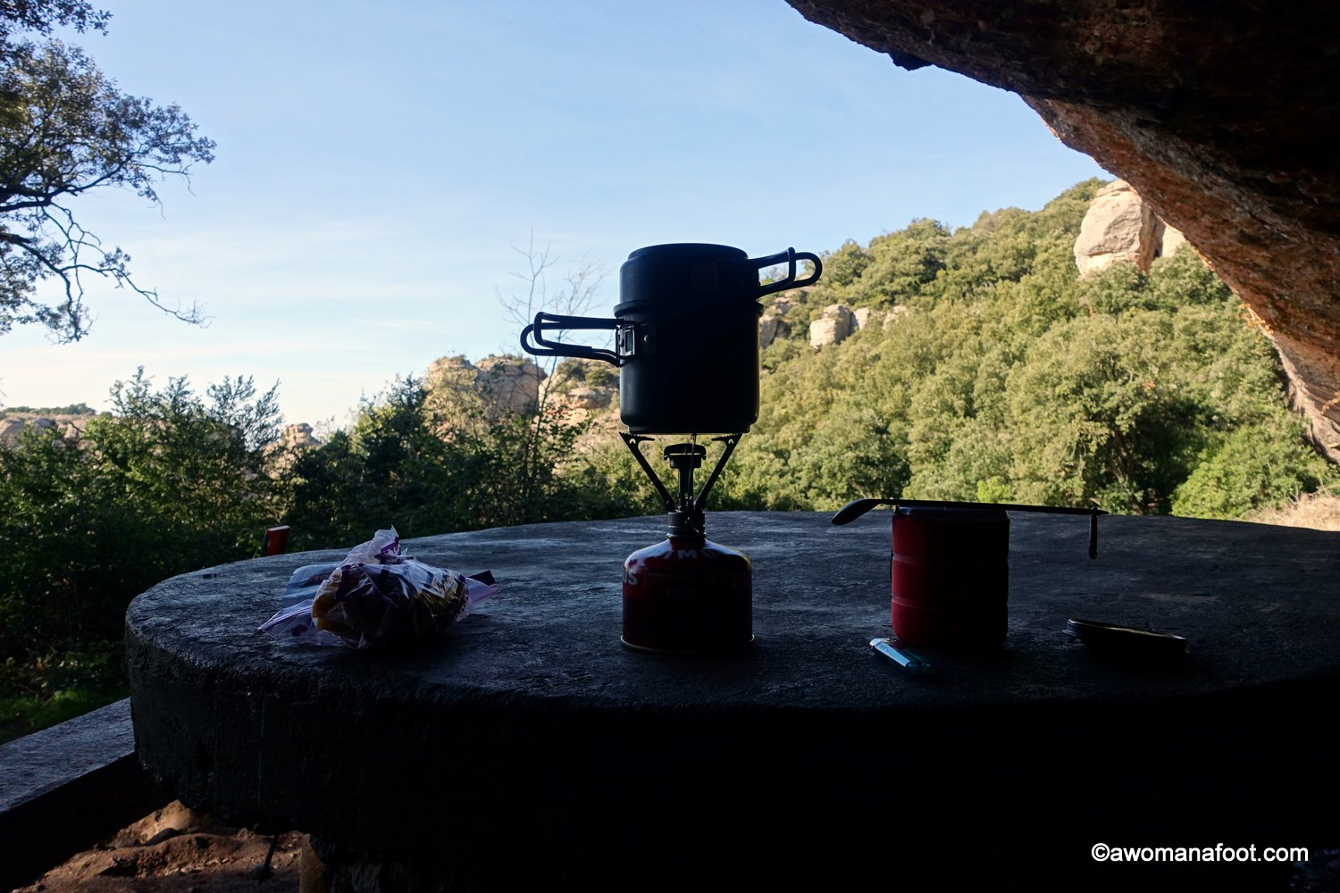 Are you trying to figure out what cooking gear you need for backpacking? I share what works for me - and what I decided to ditch. Check what's my hiking kitchen for tips and ideas and backpacking & camping trips! Learn more hiking and camping tips & awomanafoot.com | What cooking gear do I need? | What's best hiking gear? | Light camping gear | Solo hiking and camping | Minimalist gear choices | Best hiking gear | Camping gear for solo hikers | #hiking #camping #gear #solo #cooking