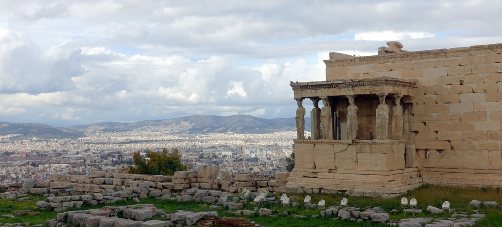 There are few cities in the world that could match Athens in their beauty and history. Walk with me through the ancient city and its biggest gem: the Acropolis @ Awomanafoot.com | female solo travel in Western Europe | Photo Essay | Travel Photography | Greece Travel | #Athens #Acropolis #solo #travel #photography #History #Greece