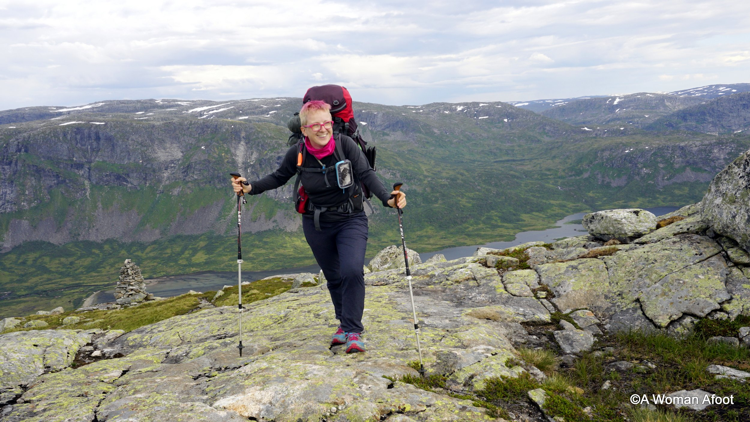 Norway is the best destination for hiking & camping (solo). Why? Read all the reasons why I think so @ awomanafoot.com! #Norway #hiking #camping #trails #Europe #Scandinavia | Best hiking destinations | Trails for solo hiking | Solo wild camping in Norway | #WildCamping | Female hikers |