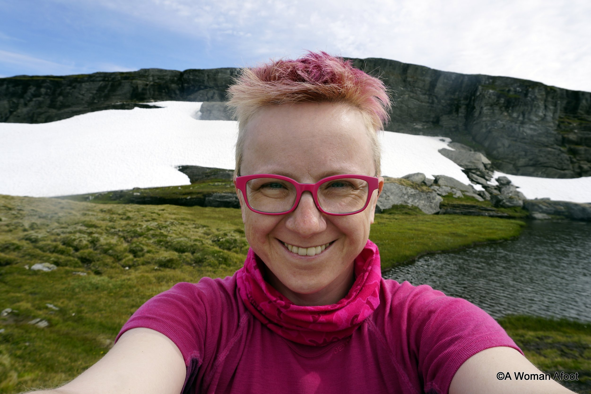 Do you wonder sometimes why would anyone go hiking alone? I share a few thoughts on what solo hiking does to me and… why I take so many selfies @ awomanafoot.com   Female solo hikers   Why to hike alone?   Benefits of solo hiking   Women hiking alone   self-acceptance   anxiety   building confidence and self-esteem   #hiking #solo #FemaleHikers #BodyAcceptance #HikingInspiration #Inspiration #selfies #photography  