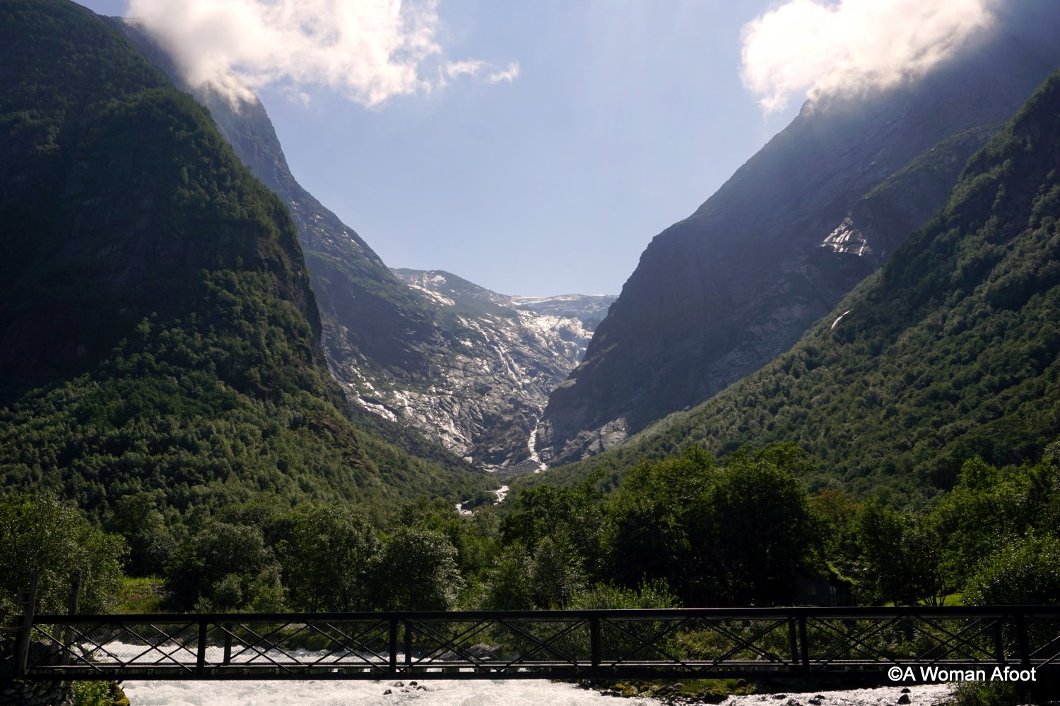 Do you want to see a glacier even if you are not a hiker? #Jostedalsbreen is the biggest mainland glacier in Europe and you can easily see one of its arm in #Briksdalsbre, #Norway! Mind-blowing views are just a walk away! Click to learn more @awomanafoot.com | #Norway #Glacier #EuropeanDestination #EuropeTravel #NatureTravel #VisitNorway | How to see a glacier | What to do in Norway | What to see near #Sognefjorden | #Adventure