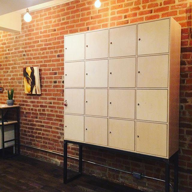 Nouveauté dans notre bel environnement de travail: de merveilleux casiers pour les bureaux flottants.