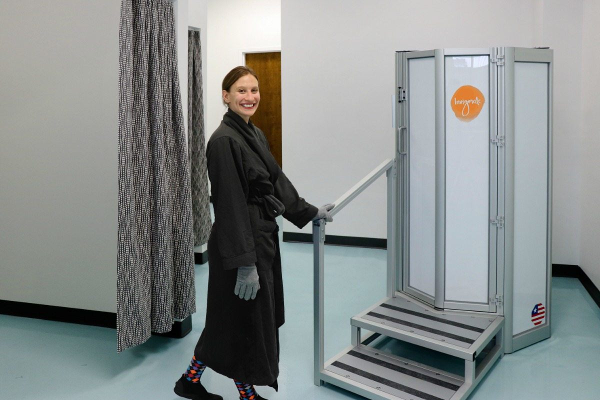 woman whole body cryotherapy