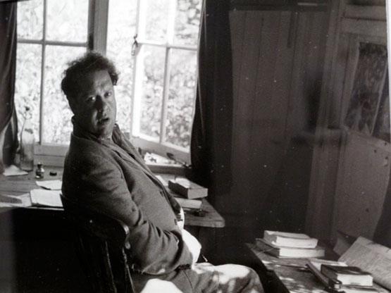 Dylan Thomas by Rollie McKenna.jpg