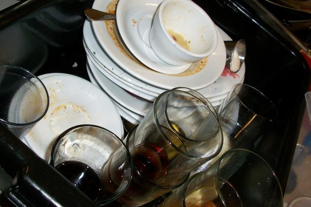 dishes-197_640.jpg