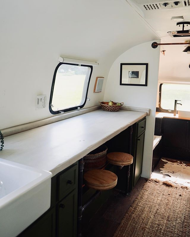 Perfect dining or office area! I love how functional this space is! . . . .  #rvlife #rvliving #rvrenovation #rv #rvremodel #rvfixerupper #rvforsalebyowner #liveriveted #rvinspiration #rving #rvreno #rvlifestyle #rvlifewithkids #airstreaming #airstreamlife #airstreamrenovation #airstreamrenovation #airstreamrestoration #airstreams #houseonwheels #travelinghome #adventureawaits #exploremoreoutdoors #cozyonwheels #cozyhomes #homedecorlove