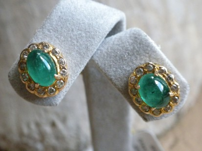 Yellow gold Cabochon emerald and rose cut studs