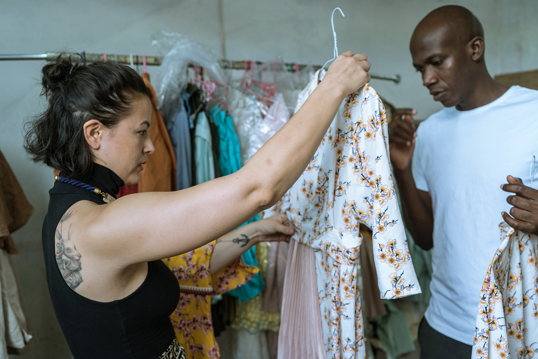 Die Frau, die uns Mode aus Westafrika bringt - Melanie Hanimann will talentierten Designern aus Ghana die Tür zum Erfolg öffnen. Dafür braucht sie oft Mut, manchmal Naivität und immer Humor – in wechselnden Portionsgrössen.