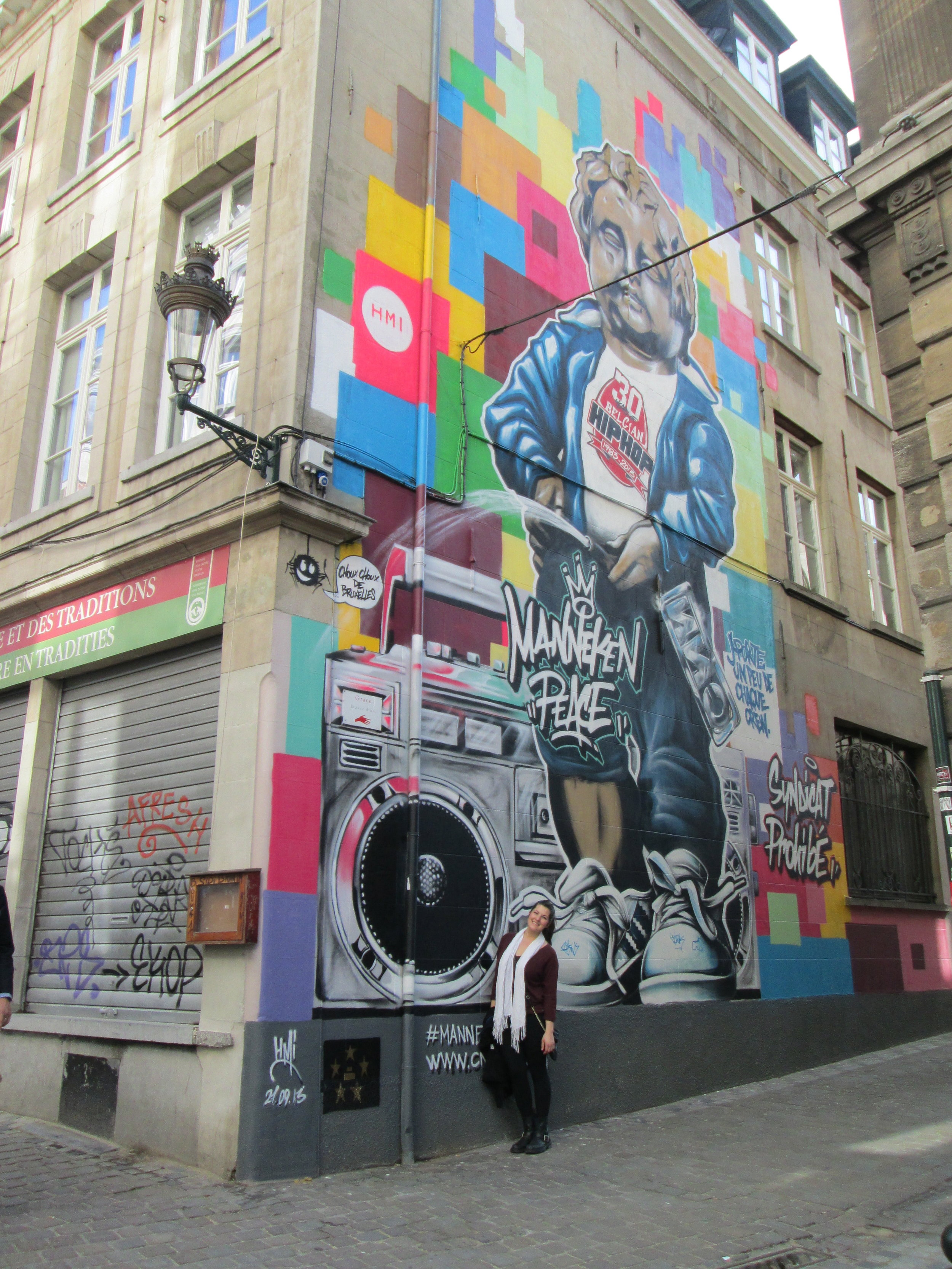 The famous Manneken Pis takes on a ghetto role in this feat of street art.