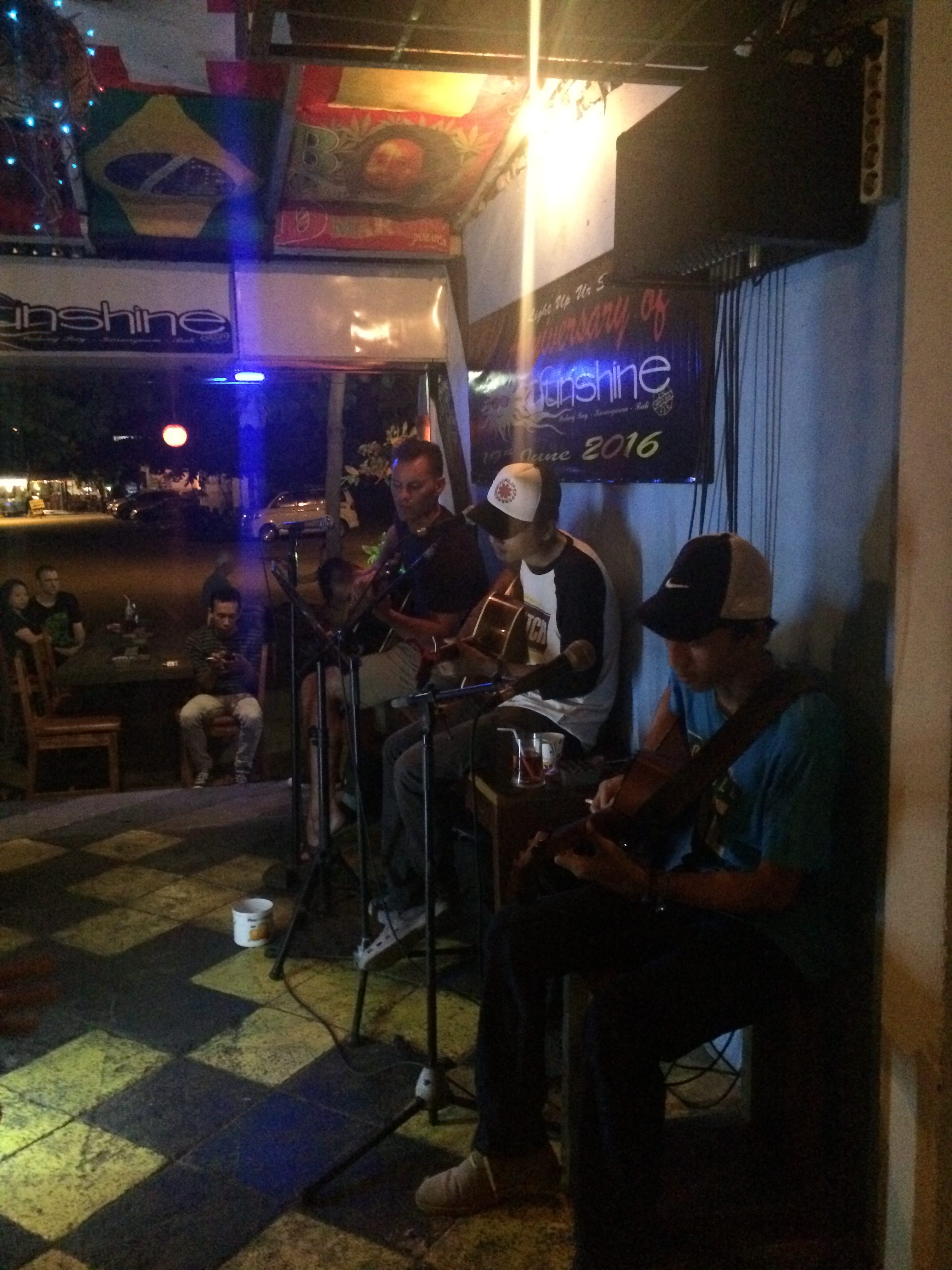 Kev jamming with some locals at the Sunshine Bar in Padang Bai.
