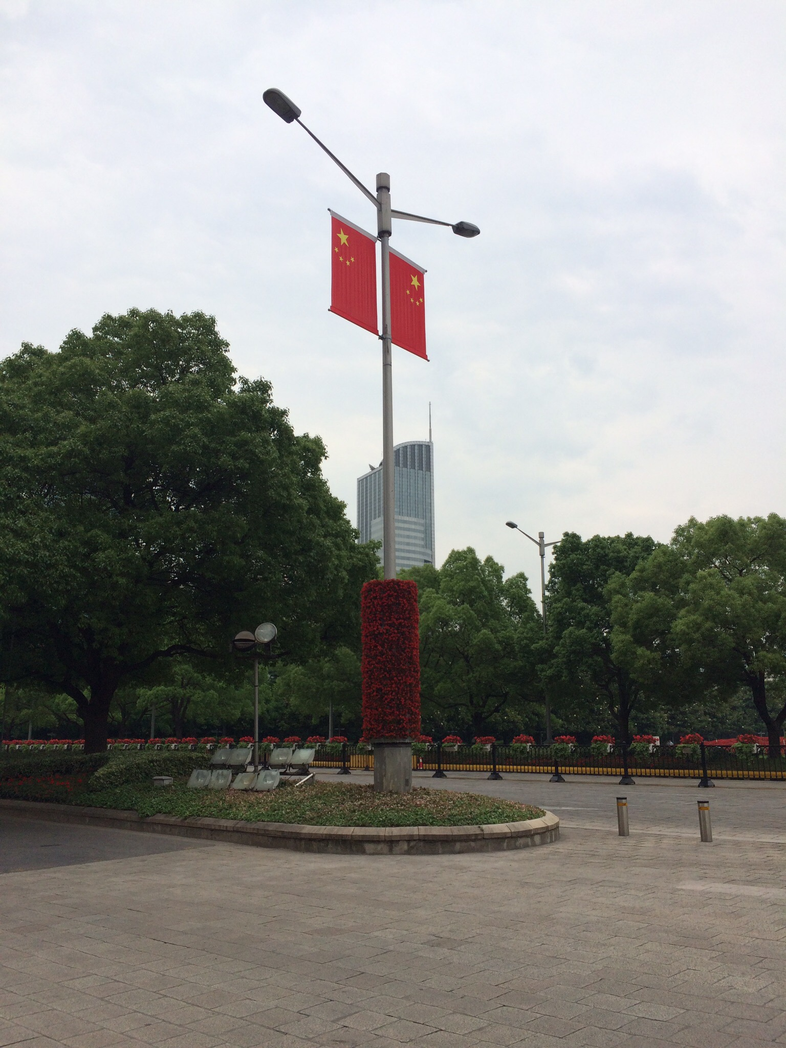 Everywhere in downtown Shanghai is perfectly manicured.