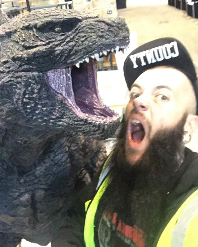 Kickin it with Godzilla. • • • • • • • • •#djlife #chicago #classy #industry #djscandall #godzilla #scandallnros #imsofancy #winning #poorlifedecisionstour #dope #producer #c2e2 #housemusicallnightlong #cantstopwontstop #djros #chitownheros #djs #touringdj #chicagodjs #ignoranceonfleek #getatme #talent #tattedup #beard #beardgang #beardlife #beardporn #nightlife