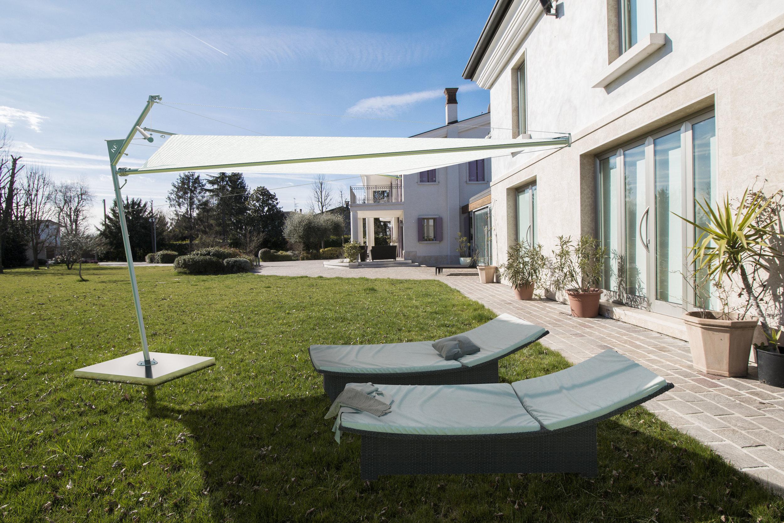KOLIBRIE - Un ombreggiatore che è molto di più di un ombrellone: per dimensioni, tecnologia, materiali, flessibilità di installazione e robustezza