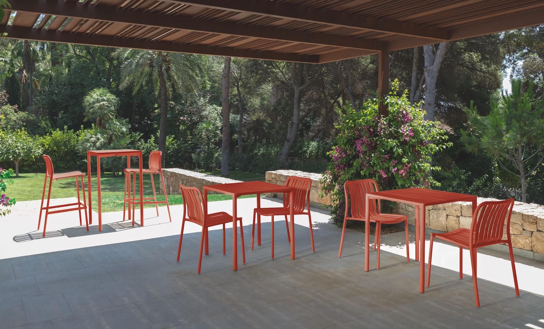 Crea un angolo di relax e benessere nel tuo giardino con la Linea Trocadero di Talenti in Living Coral.
