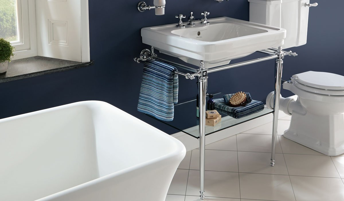 Imperial chelsea-large-basin-stand-with-towel-rails.1_l.jpg