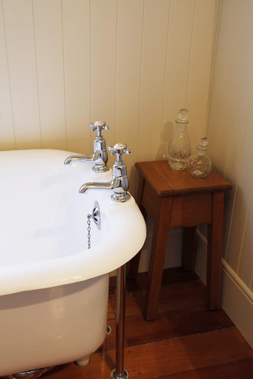 Perrin-and-Rowe-Traditional bath pillar taps with crosshead handles3456-lifestyle.jpg
