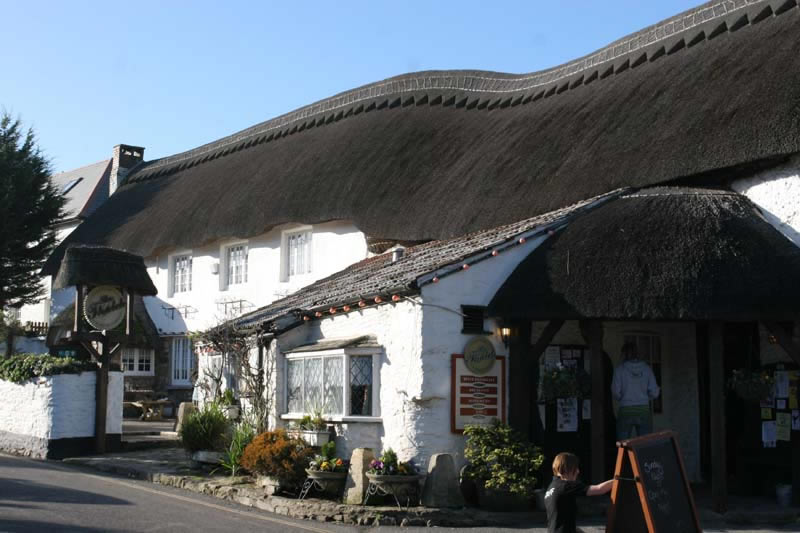 It is a two-minute stroll to Thatched Inn