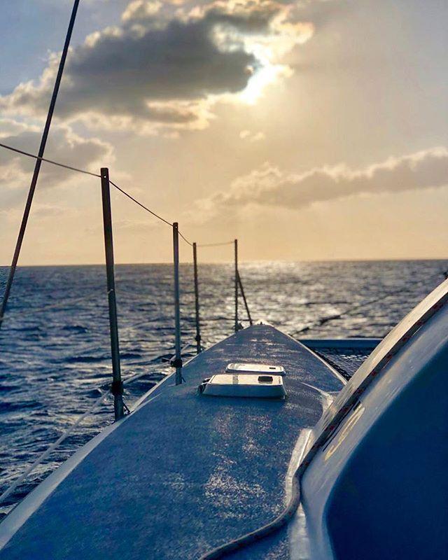 Every cloud has a silver lining 🌊| . . . . #roatan  #passionpassport #natgeogoblue #islandsofadventure #wheretonext #seetheworld #traveladdict #roamtheplanet #onvacation #islandlife #roatanisland #ttravellushes  #suitcasetravels #travelstoke #travelandleisure  #familytravel #travelawesome #islandhopping #bbctravel #adventuretime #traveldeeper #luxurytravel #lonelyplanet #beachlife #familyvacation #roatanhonduras
