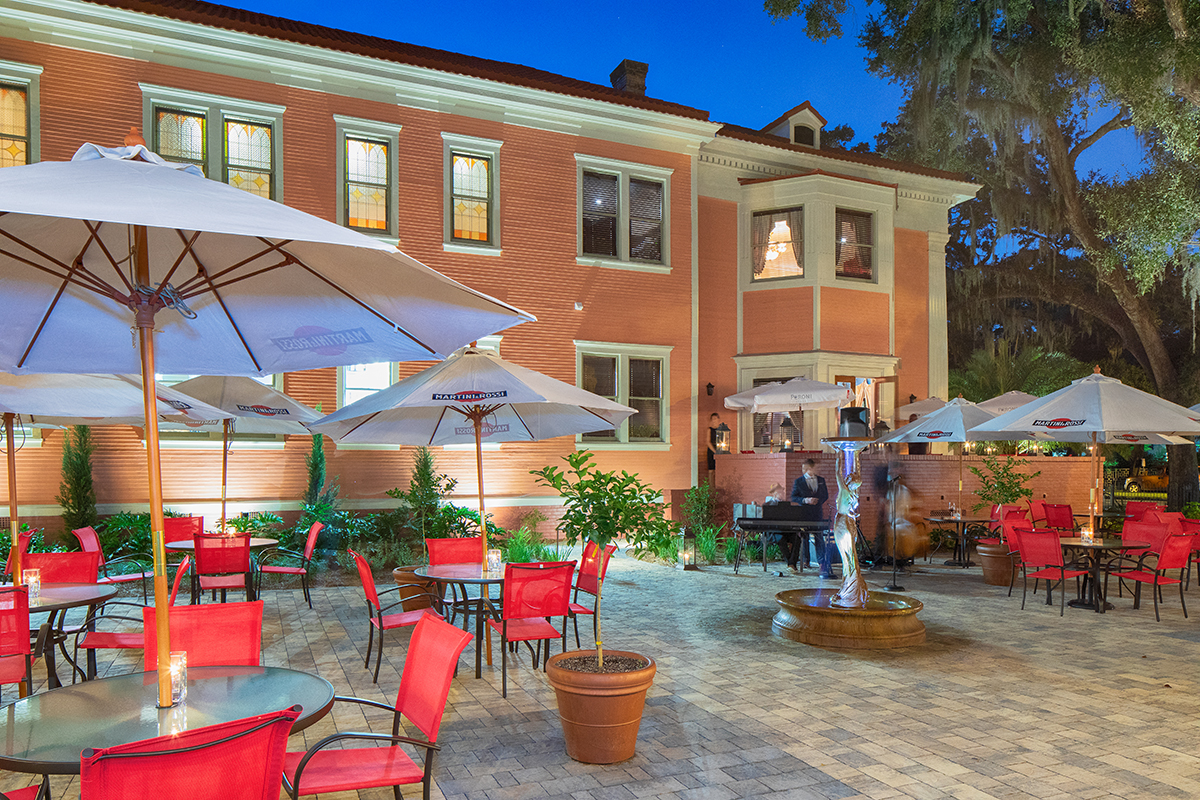 LaScala_Night_courtyard2.jpg