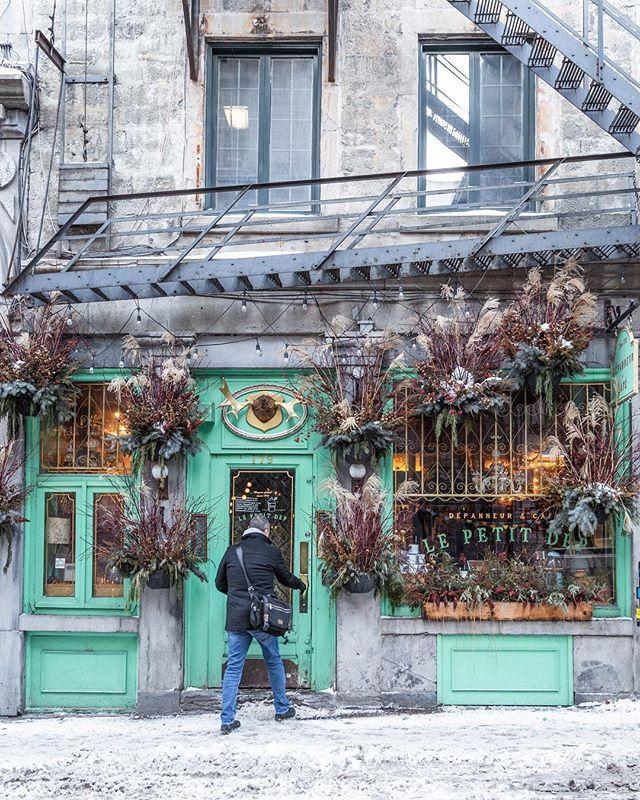 Coffee? ❄️☕️❄️ Café? • • • • • • #montreal #explorecanada #mtlmoments #ilovemontreal #montrealworld #mtlblog #livemontreal #montrealmoments #montrealcity #winter #winterwonderland #mtlblog #montrealstop #narcitymontreal #montreal_gallery #explorequebec #clicquebec #mtlprodigies #thismtl #mtl #streetsof514 #moodymontreal #cbcmtl #jaimemtl #mtliconic #montreal_online #topmontrealphoto #dailyhivemtl #vieuxmontreal #sst_thematic_28