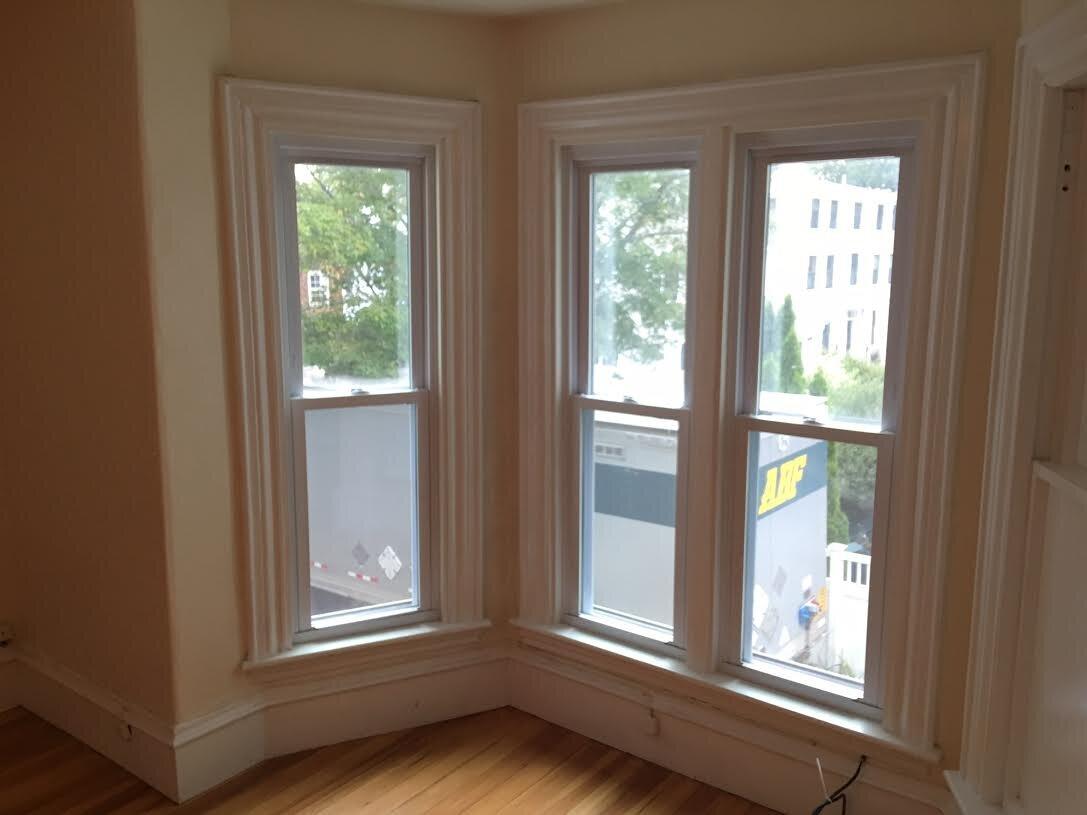 300-504 liv rm bay window  2016.jpg