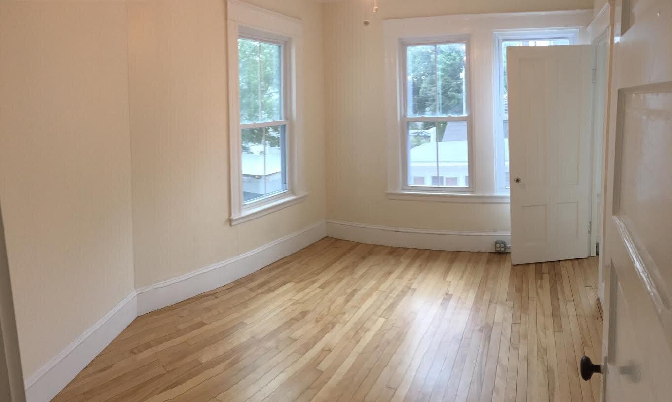 300-504 bedroom w closet.jpg