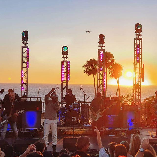 A stunning setting for a concert 👌 Well done OC 👏 . . . . #orangecounty #california #sunset #concert #saltcreek