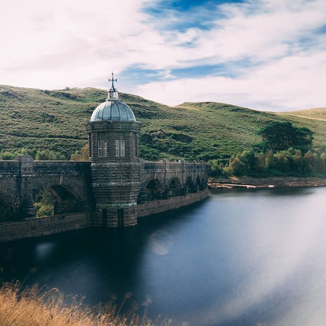 Experimenting with daytime long exposure shots 📷 Not quite ultra smooth water but nearly there 👌 . . . . #longexposure #wales #lake #dam #roadtrip