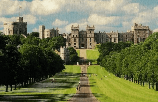 This is Windsor Castle, where The Queen and Henry live.