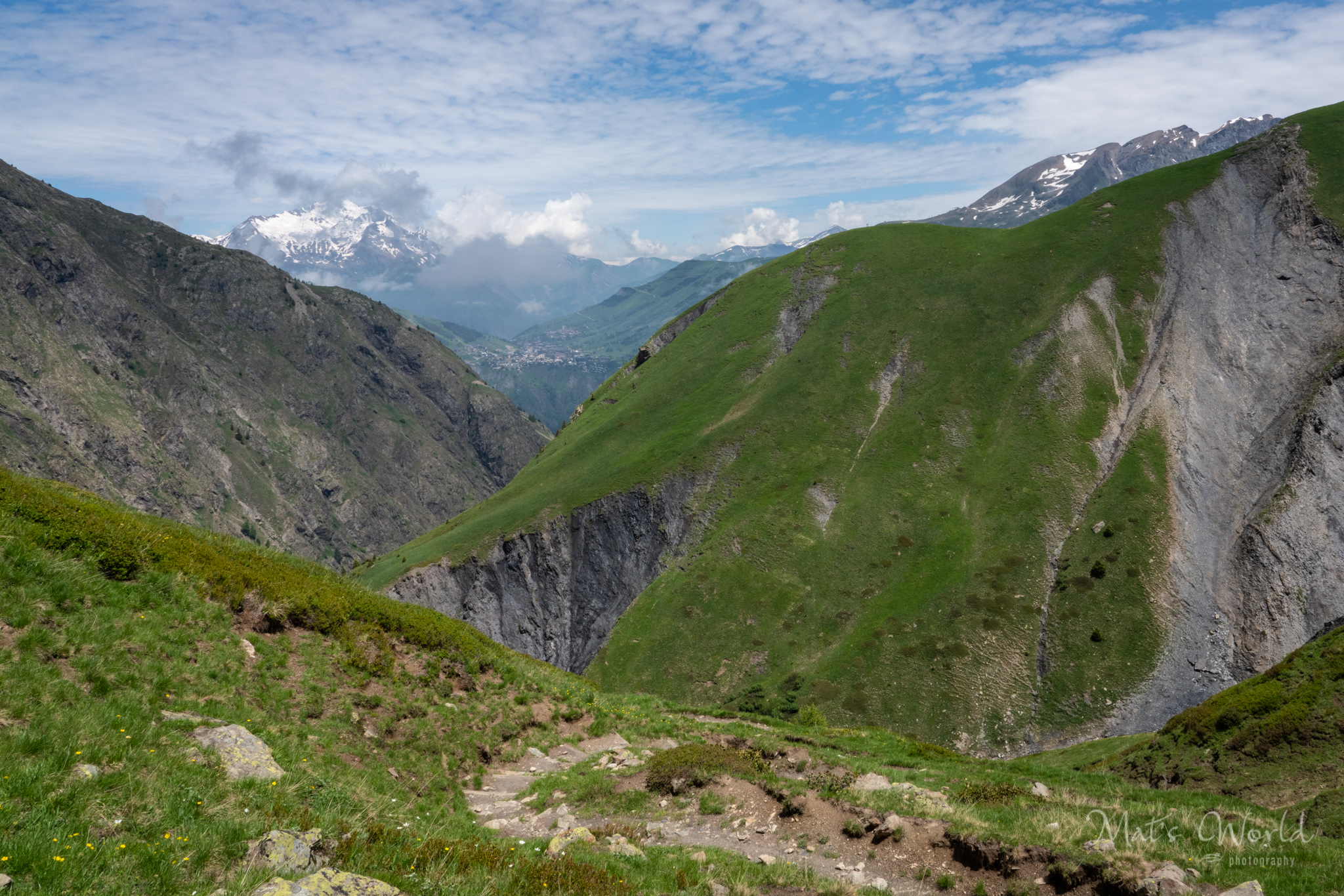 A long section with many switchbacks leads from the river up a steep mountain. We could see  Les Deux Alpes  ski resort in the distance.