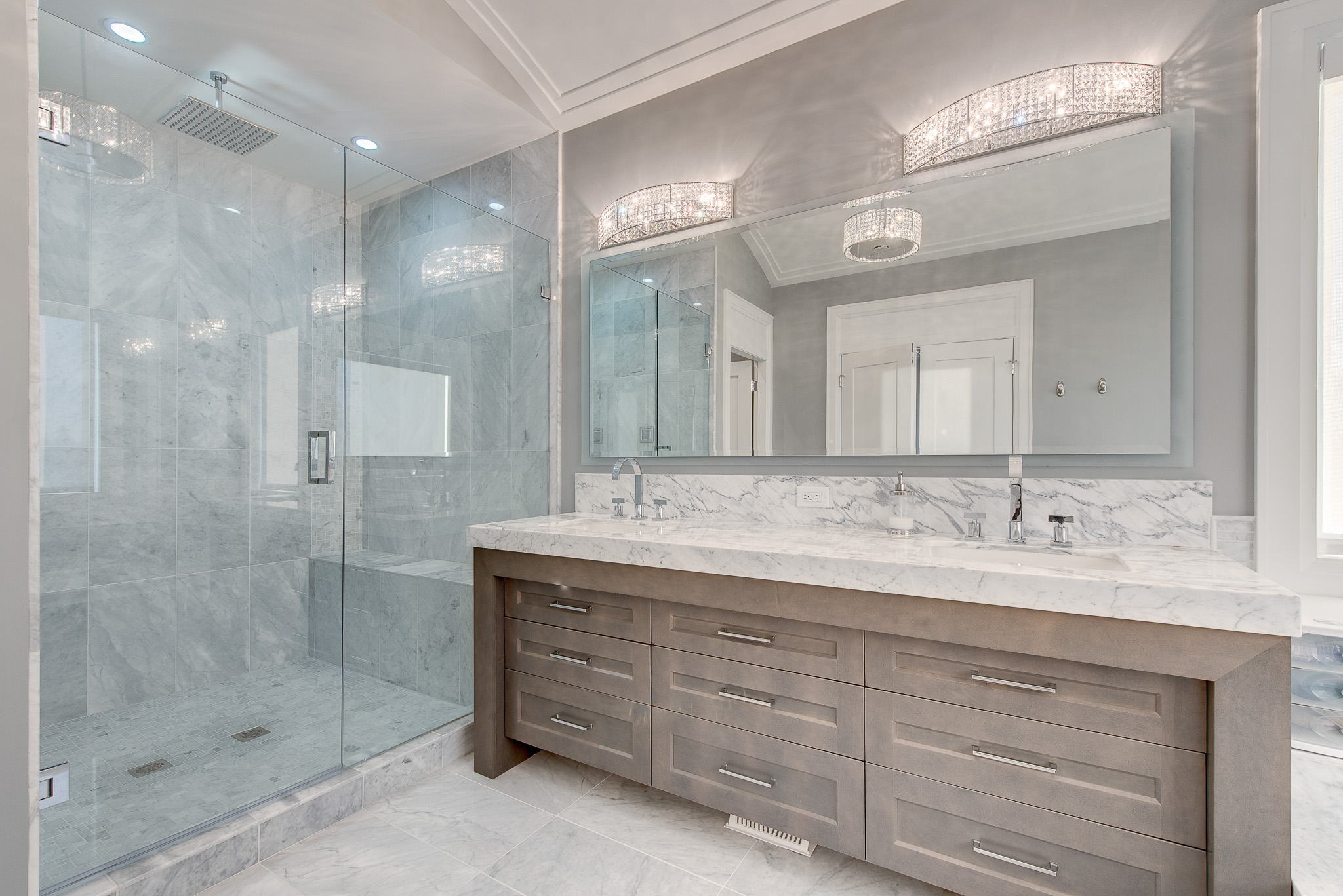 contemporary master ensuite