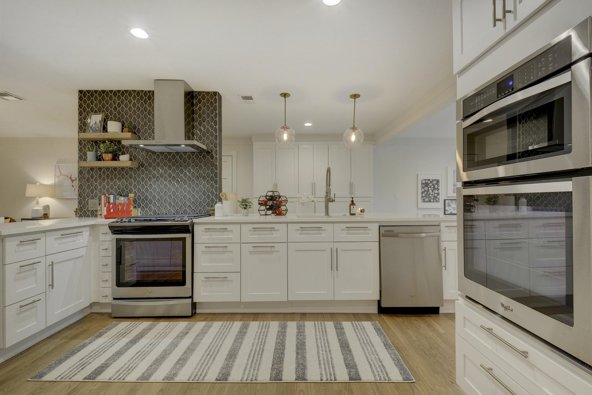 2812 W 50th St-print-012-18-Kitchen-4200x2804-300dpi.jpg