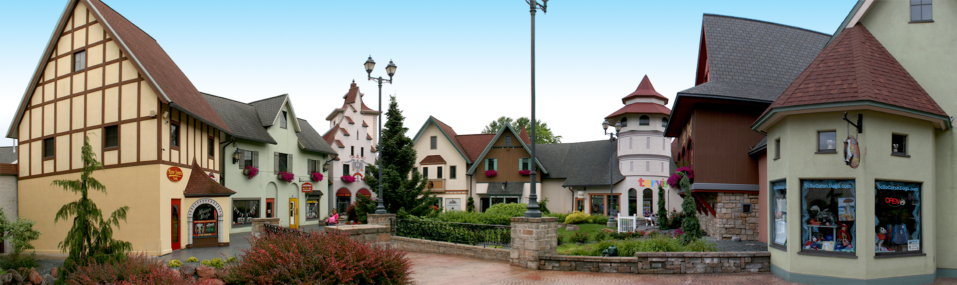 frankenmuth-river-place-shops-panorama-01.jpg