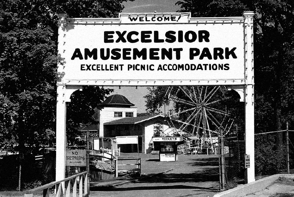 Entrance to Excelsior Amusement Park. Excelsior-Lake Minnetonka Historical Society.