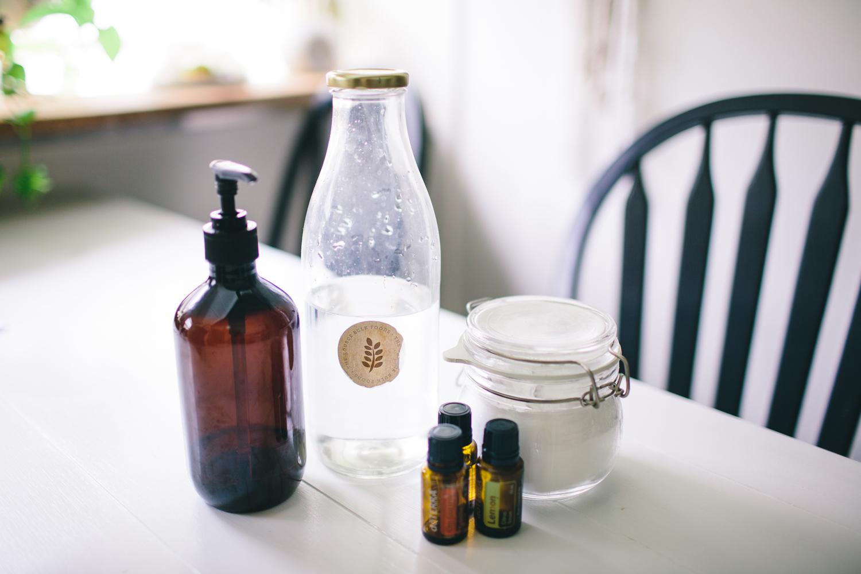Above: Refillable dishwashing liquid bottle, vinegar, baking soda (bicarb soda) and essential oils.
