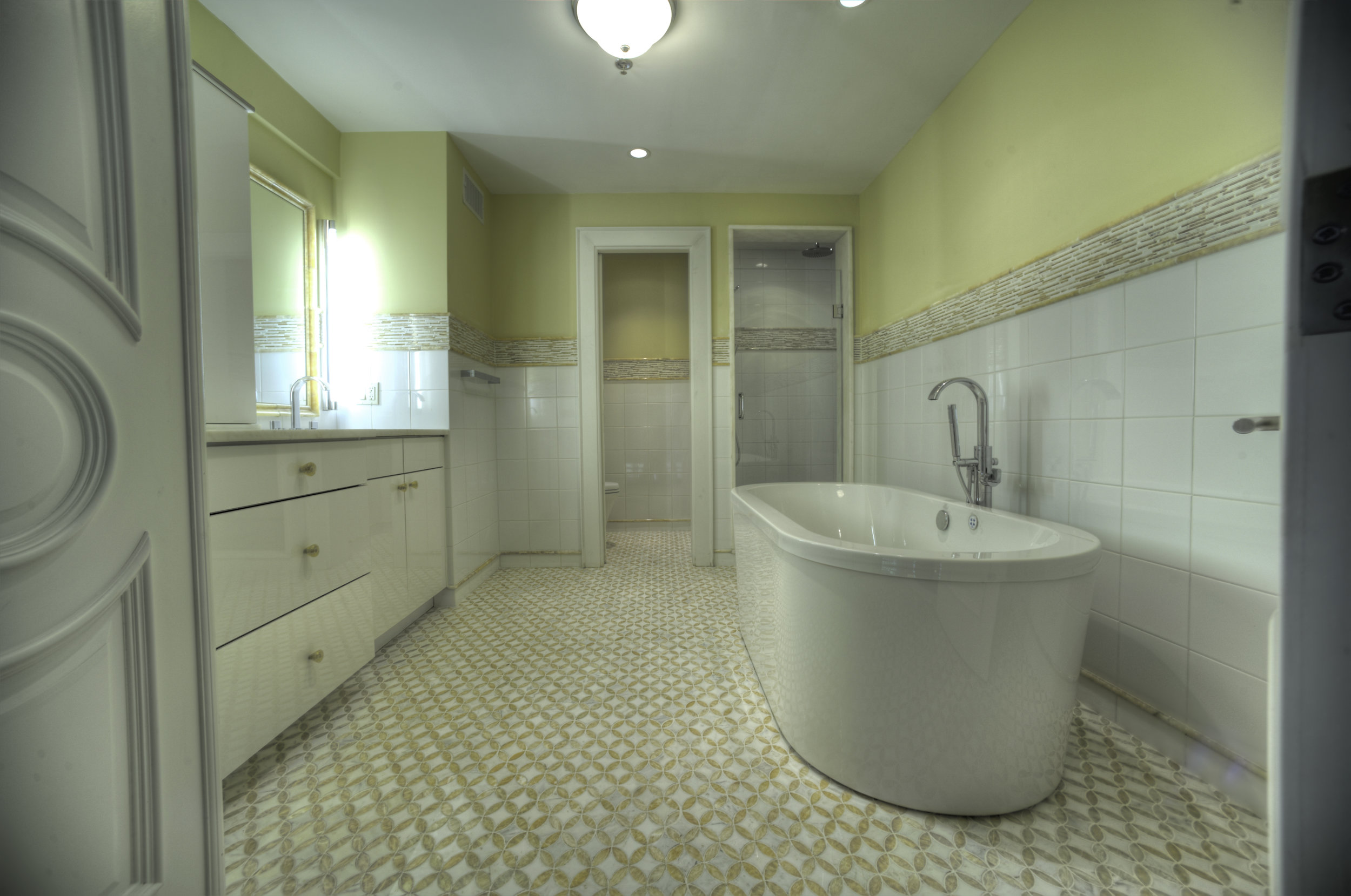 0011_Upstairs Bathroom.jpg