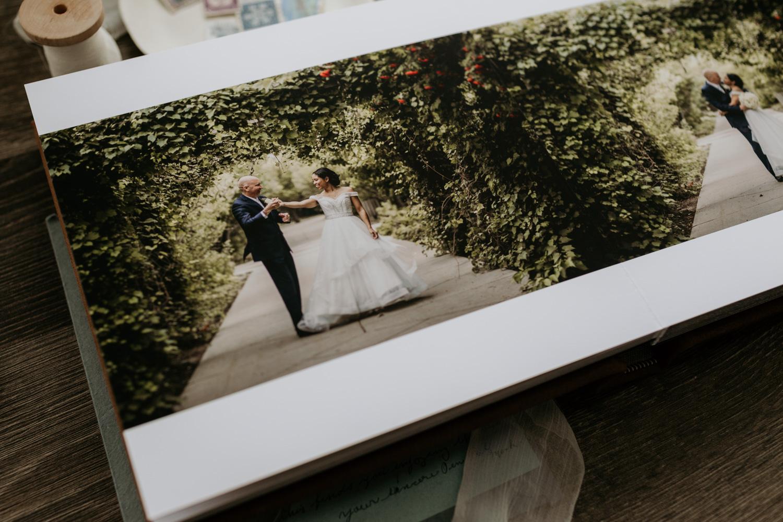 EnsoulEndearmentImagery-SaskatoonWeddingPhotographer-weddingalbum-8532.jpg