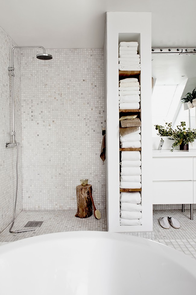 myidealhome :       gorgeous shower area (via   Daniella Witte  )
