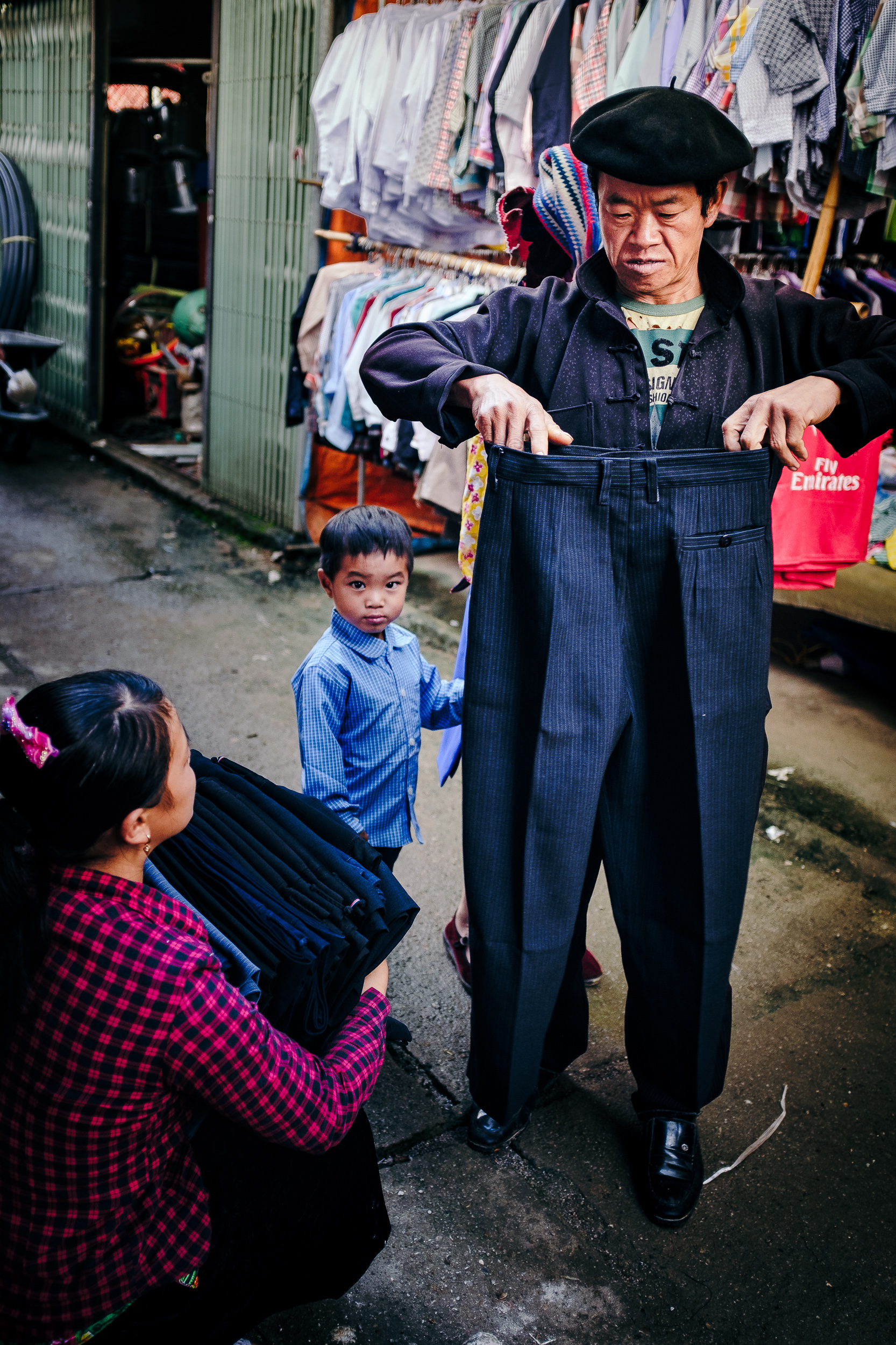 A man measuring the size of his trouser in Dong van market