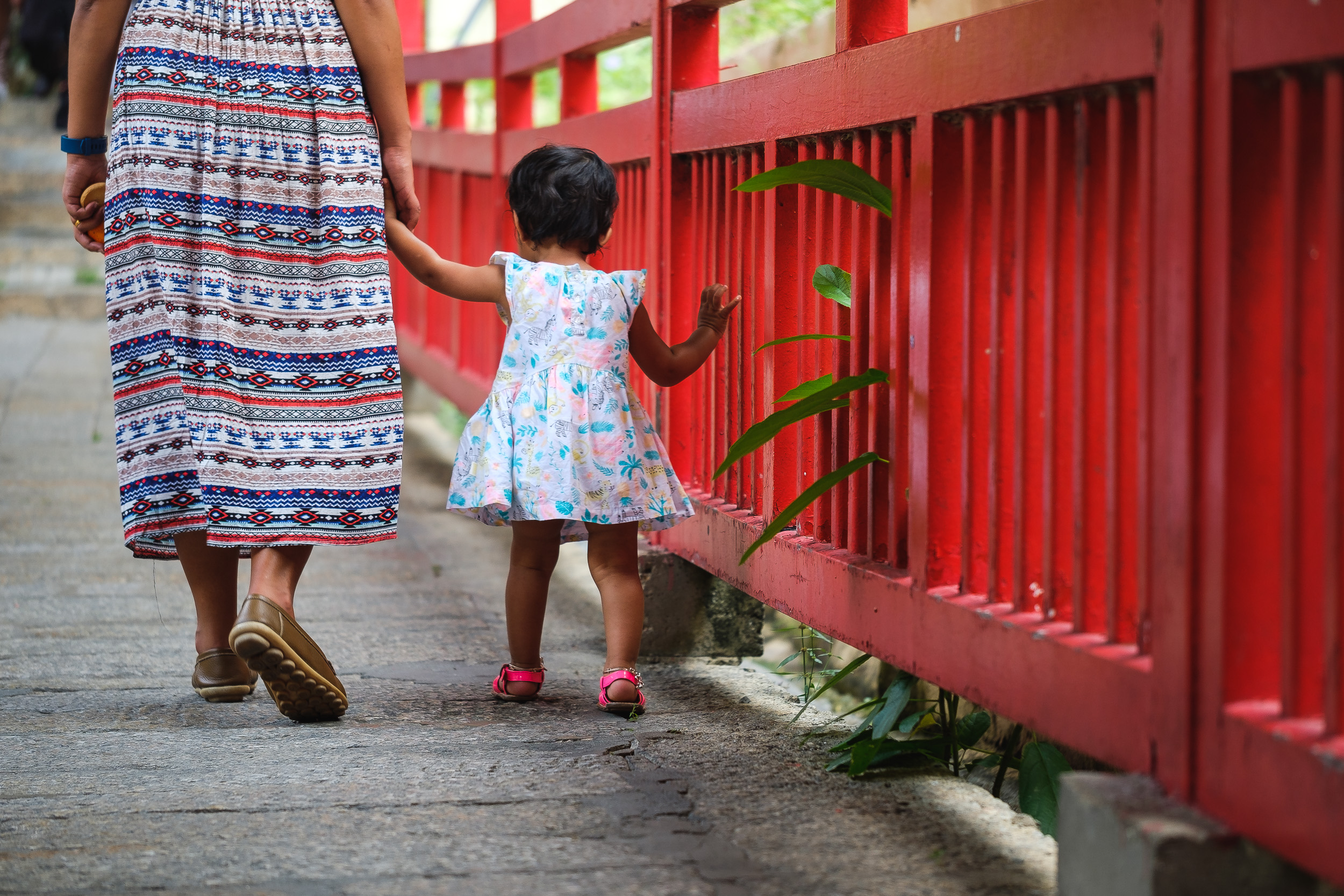 Child walking holding the hand of the mother in Kek lok si temple in Penang - Malaysia  Fujifilm X-T2 + Fujinon XF 80mm f/2.8 R LM WR OIS Macro  1/200sec, f/2.8, ISO 200