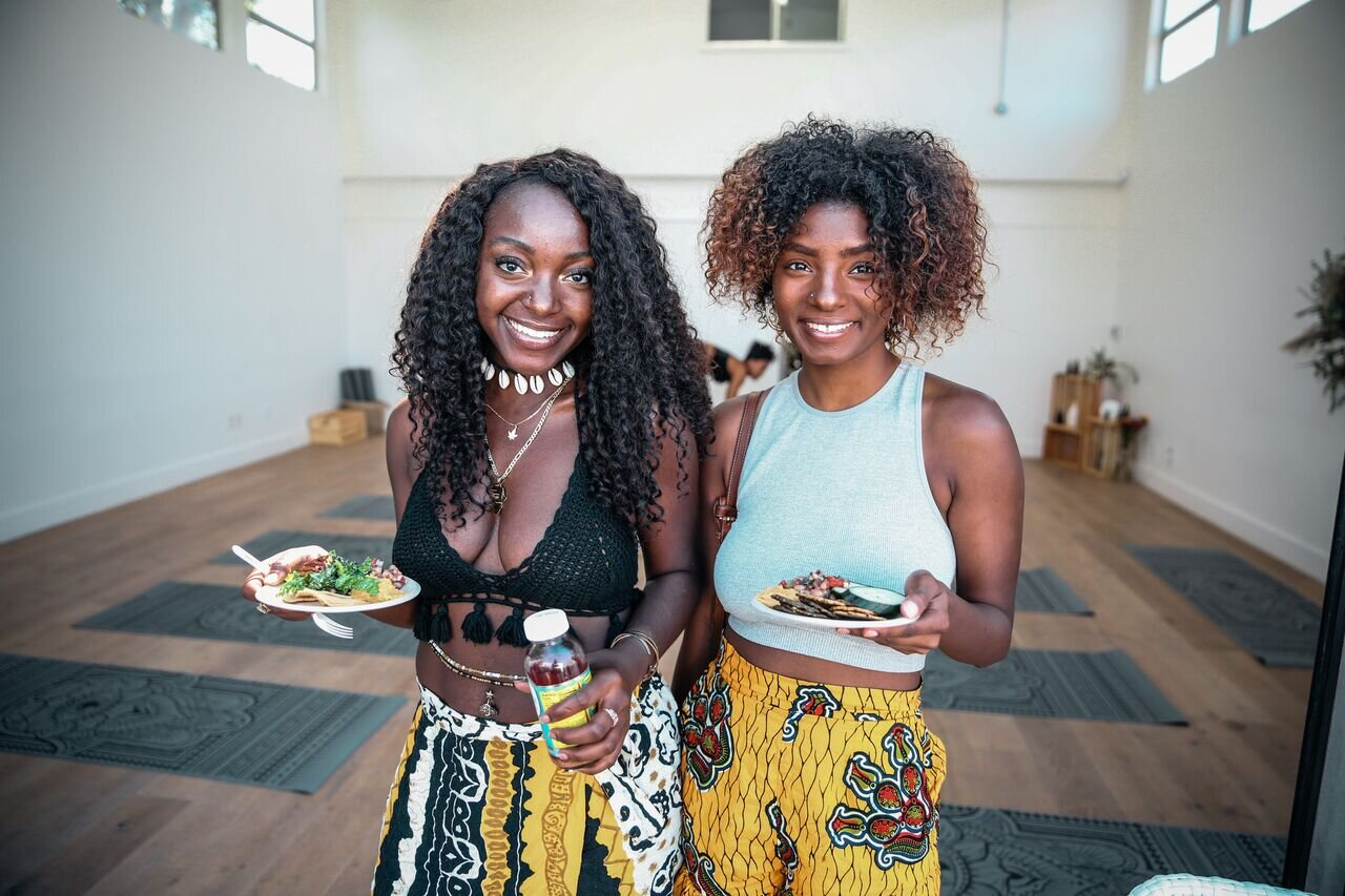 Melanin Girl's Club Founder Chare'A Smith and VIP Club member and digital media creator Joslyn at Look in vs Lookin LA with goddess @sweetpotatoesoul Just because food is vegan doesn't mean it isn't delicious!
