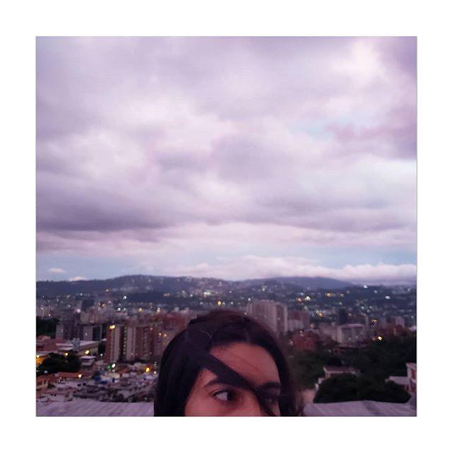 @andrernandez en su nueva azotea / at her new rooftop.  __________ #retrato #mobile #color #negrita #caracas
