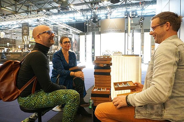Having a nice chat with Simone and Danny of @hoflakeoptiek @silmoparis