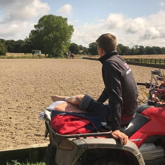Down but definitely not out! On the mend and keeping a watchful eye on things. Thanks to @sab_pryer and all the team for keeping everything running smoothly . . . . #onthemend #roadtorecovery #equestrianlife #tomjacksoneventing