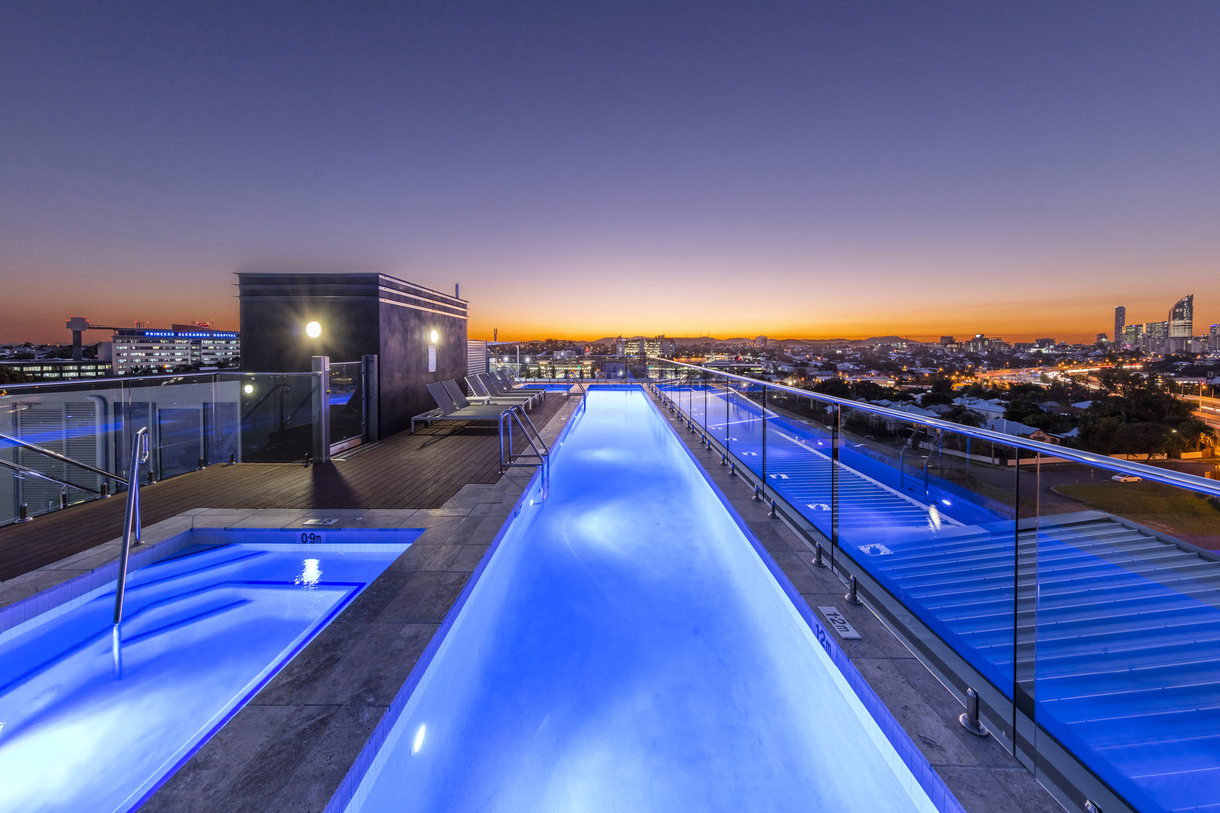 Oaks-Woolloongabba-Rooftop-Swimming-Pool-3.jpg