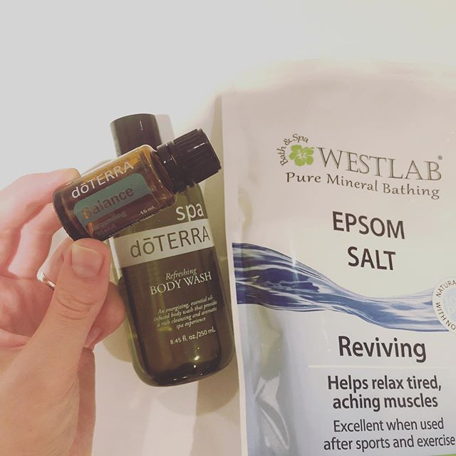 I have detox baths 2-3 times a week😌🌿 1 handful epsom salt, 10 drops of Essential Oil and a tiny bit of doterra soap👌🏼 • Epsom salt, also known as magnesium sulfate, has a long history of use as a comprehensive remedy for a wide range of health problems. • The benefits are known to include more magnesium, reducing stress, eliminating toxins, pain relief and improving blood sugar. • This salt is also a recommended natural remedy for arthritis experts for the relief of joint pain and inflammation. • It can also be used to treat trust issues such as asthma and help women prevent or treat preeclampsia and eclampsia. • Using essential oils, such as antioxidant, antimicrobial and anti-inflammatory benefits, along with common household items such as baking soda, Epsom salts and honey, can help you flush impurities from your body - to let it sweat out the toxins! #essentiallypurposed #reducetoxicity 🌿