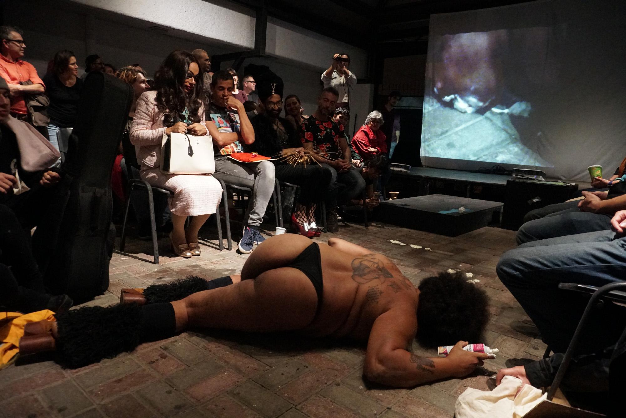 Foto Operación Queer. San José, Costa Rica, 2019. Performance ejercicios para la sensualidad